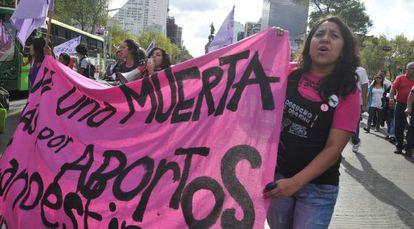 Mujeres mexicanas reclaman la despenalización del aborto en América Latina y el Caribe en 2010.