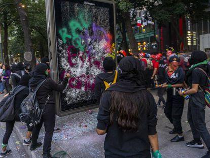 Protesta por el día contra la violencia de género en Ciudad de México.