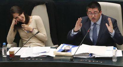 Los concejales Rita Maestre y Carlos Sánchez Mato, en el pasado pleno de mayo.