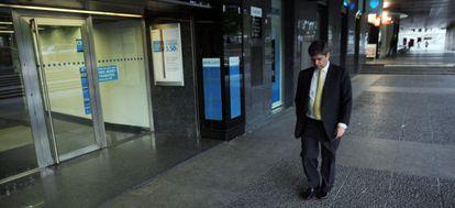 El presidente de Martinsa Fadesa, Fernando Martín, abandona la sede de la compañía tras presentar concurso de acreedores.