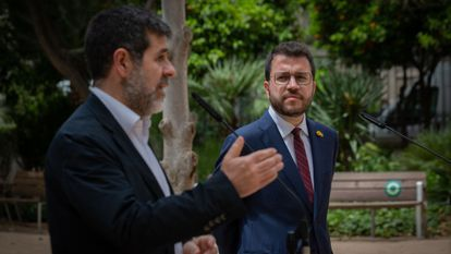 El secretario general de Junts, Jordi Sànchez, y el presidente de la Generalitat, Pere Aragonès, durante una rueda de prensa en los jardines del Palau Robert, el pasado de 17 de mayo en Barcelona.