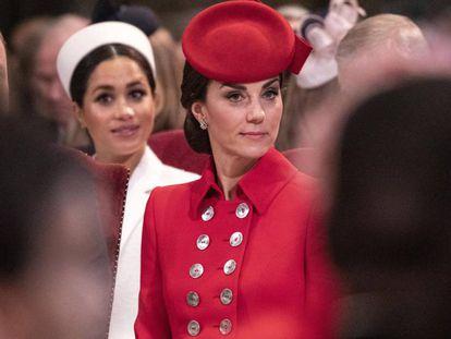 Kate Middleton y, detrás, Meghan Markle, en la celebración por el aniversario de la Commonwealth, el 11 de marzo.