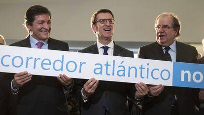 Fernández, Feijóo y Herrera, este lunes en Santiago reclamando inversiones ferroviarias.