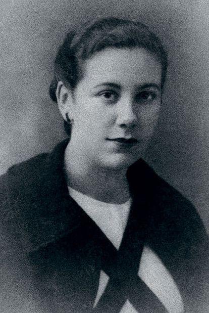 Trinidad Gallego, con uniforme de enfermera.