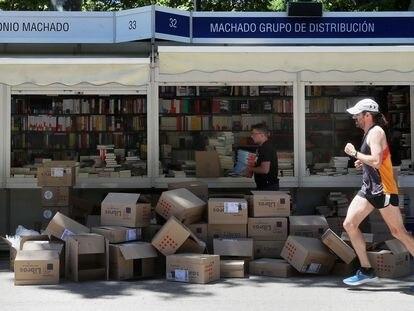 Preparativos para la edición de la Feria del Libro de Madrid, en la edición de 2019.