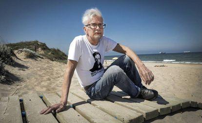 Eduard Limónov, ayer, en la playa valenciana de El Saler.