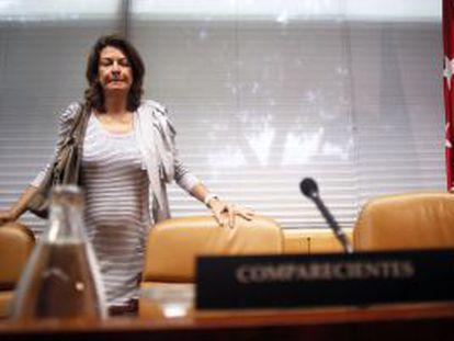 La consejera de Educación y Empleo, Lucía Figar, al inicio de su comparecencia en la Comisión de Educación.