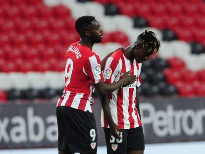 Los hermanos Williams, Iñaki, a la derecha, y Nico, en el partido ante el Valladolid.