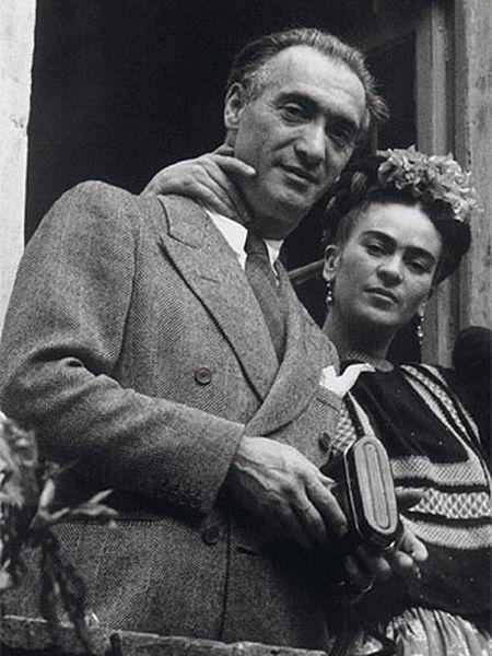 Frida Kahlo, con Nickolas Muray, en Coyoacán (1939).
