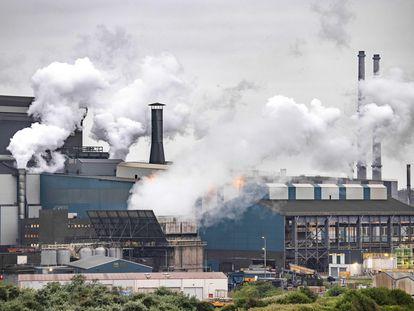 Una vista de los hornos de Tata Steel en Holanda.