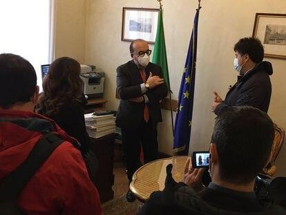 El político italiano Luigi Vitali en una imagen de su Twitter.