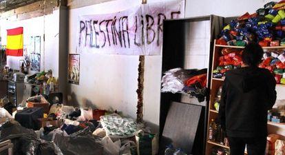 Interior del edificio okupado por ultraderechistas en la calle Juan de Olias, en el distrito de Tetuán.