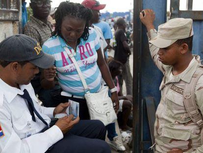 Autoridades dominicanas controlan el acceso de haitianos en la frontera