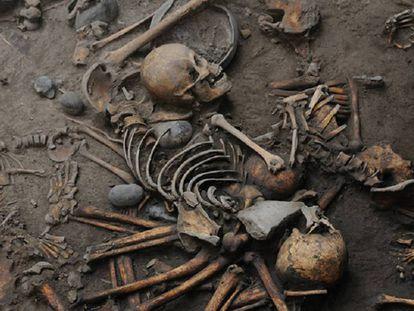 Los esqueletos hallados por los arqueólogos del INAH