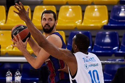 Mirotic, defendido por Will Thomas, en el segundo partido de cuartos de final entre el Barça y el Zenit.