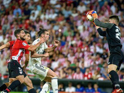 Unai Simón para un balón ante Bale, Yeray y De Marcos / En vídeo, declaraciones de los entrenadores del Real Madrid y del Athletic de Bilbao (ATLAS)