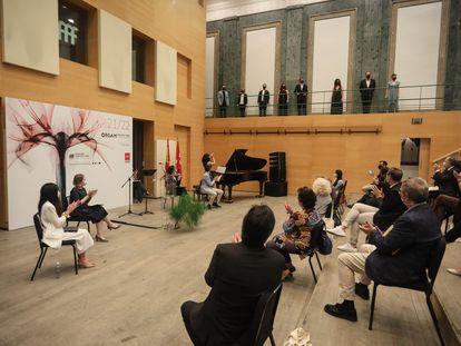 Una representación del Coro de la Comunidad de Madrid actúa en la presentación de la nueva temporada de la ORCAM.