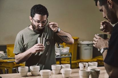 El tostador Nolo Botana, de Hola Coffee.