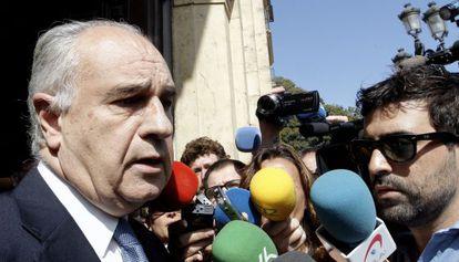 El exconsejero Rafael Blasco a su salida del TSJ tras conocer la propuesta de medidas cautelares por parte de fiscalía.
