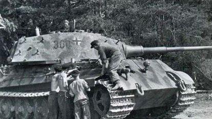 Un tanque pesado alemán Tiger II Königstiger.