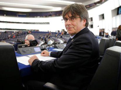 Carles Puigdemont en su escaño en el Parlamento Europeo, en Estrasburgo.
