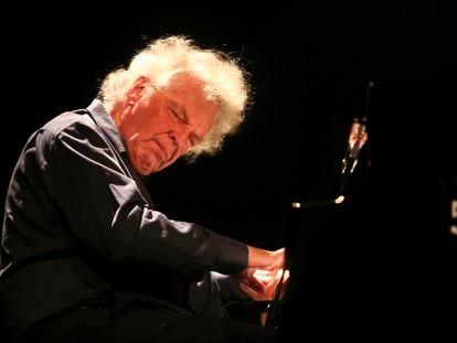 El pianista Joachim Kühn, actuando en San Sebastián.