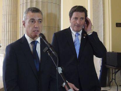 Íñigo Urkullu, acompañado por el congresista demócrata de origen vasco John Garamendi.