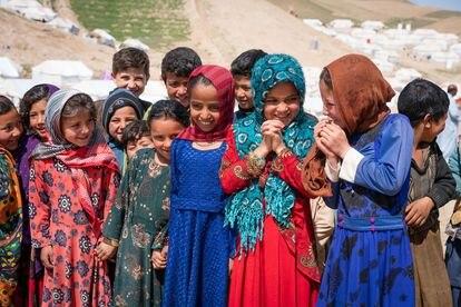 Para las niñas afganas, la falta de educación contra las viejas y arraigadas prescripciones sobre los roles de género y los derechos de salud sexual y reproductiva aumentan el riesgo de matrimonio infantil.
