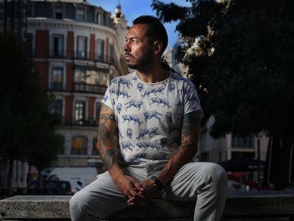 """Daniel Mendoza, creador de la serie web """"Matarife"""", en el centro de Madrid."""