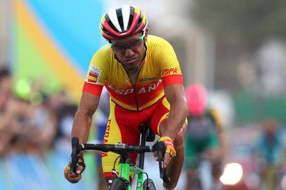 Purito Rodríguez resopla al cruzar su última meta, en Copacabana.