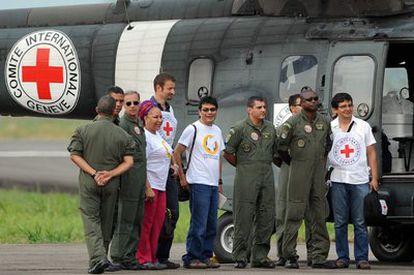 El avión de la Cruz Roja, poco antes de ir a buscar a la selva a los rehenes.