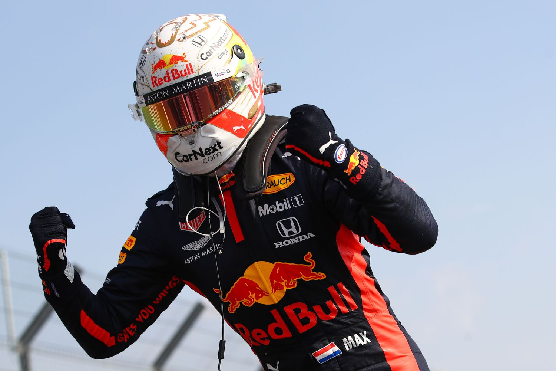 Max Verstappen celebra su triunfo en el GP del 70 Aniversario, en Silverstone.