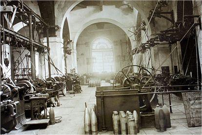 Interior del taller de Barrenado, imagen del libro 'Real Fábrica de Artillería de Sevilla y su entorno 1850-1950', de Blanco  Aguilar.