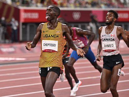 Cheptegei gana el 5.000m por delante de Ahmed y Chelimo.