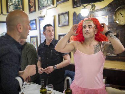Varios turistas viajan a Barcelona para celebrar su despedida de soltero.