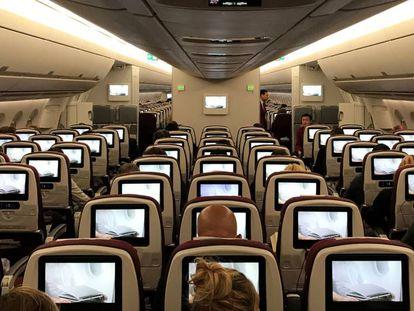 Imagen de los pasajeros en un avión.