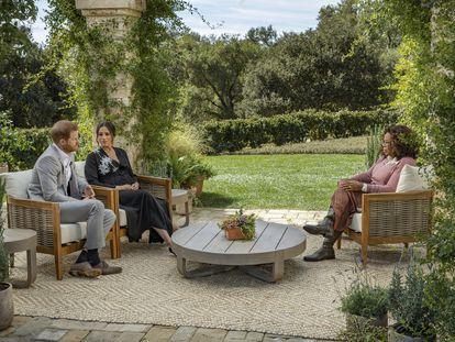 El príncipe Enrique y Meghan Markle, durante la entrevista con Oprah Winfrey.