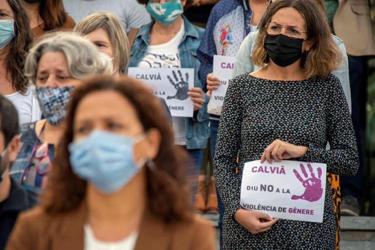 Concentración en la localidad mallorquina de Calvià en repulsa del crimen de violencia de género sucedido en octubre.