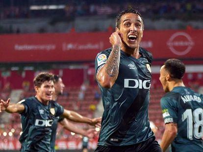 Trejo celebra el segundo gol del Rayo.