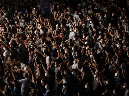 Cientos de personas en un concierto en Barcelona, el 10 de julio de 2021.