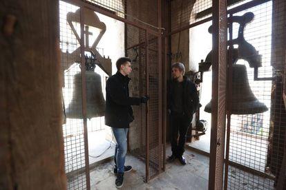 Luis Baldó y Carlos Jiménez, en el campanario de la iglesia de San Ildefonso de Madrid.