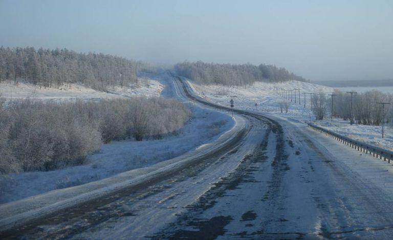 Un trayecto de la llamada 'carretera de los huesos', la autopista de Kolimá, que lleva de Yakutsk a Magadán, en el Lejano Oriente ruso.