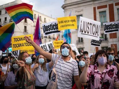 Manifestación contra la violencia que sufre el colectivo LGTBI, en la Puerta del Sol de Madrid, el sábado.