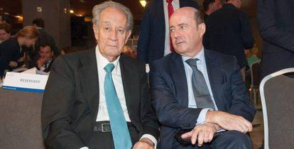 A la izquierda, Juan Miguel Villar Mir, expresidente de OHL, en una imagen de archivo.