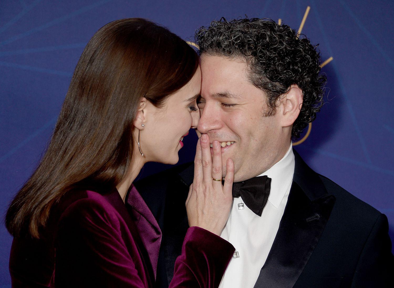 El matrimonio formado por el director de orquesta Gustavo Dudamel y la actriz María Valverde en una gala en Los Ángeles, California, en octubre de 2019.