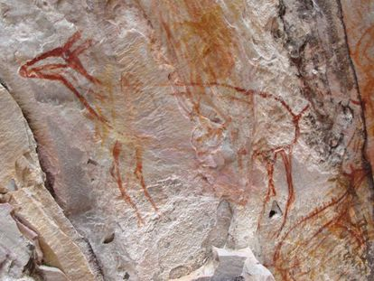 Una de las pinturas rupestres afectadas durante la grabación de la serie de 'Record' en Brasil.