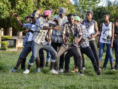 Un momento de la actuación del grupo camerunés de hip hop Elementrix