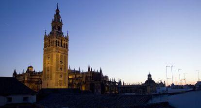 La Catedral de Sevilla al atardecer.