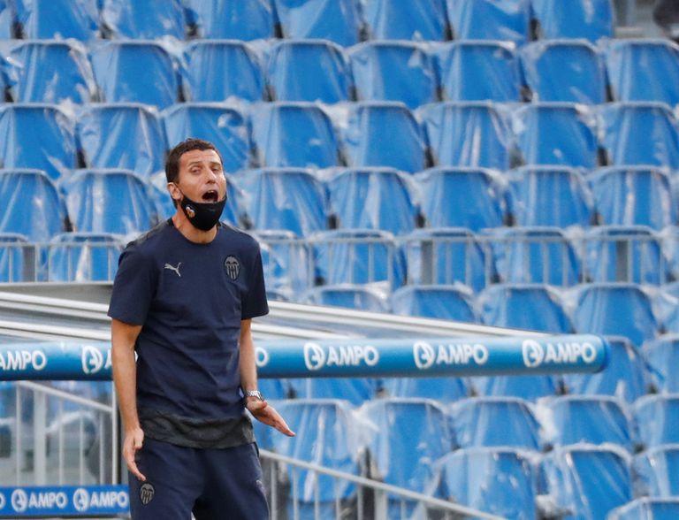 El entrenador del Valencia, Javi Gracia, en el Reale Arena de San Sebastián en el partido ante la Real Sociedad el pasado 29 de septiembre.