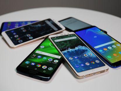 En el vídeo, la periodista especializada en tecnología Laura Pajuelo explica por qué el Xiaomi Mi A2 es el mejor valorado de los móviles de gama media y cuáles son los otros cinco terminales más destacados de este año.